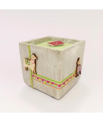 Bougie pot ciment carré 10x10cm- thé vert